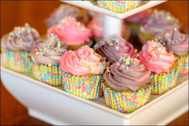 Happy Birthday katcombs! - Page 2 Spring-birthday-cupcakes-7