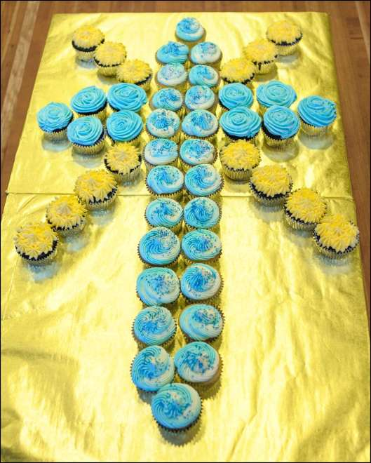 first-communion-cross-cupcakes-3