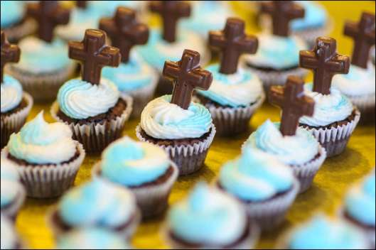 first-communion-cross-mini-cupcakes-4