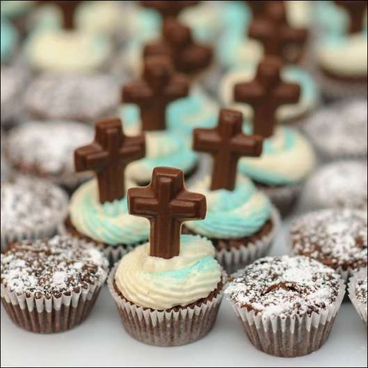 first-communion-cross-mini-cupcakes-7