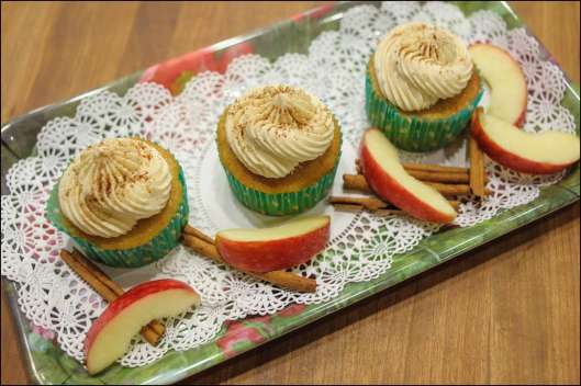 caramel-apple-pie-cupcakes-11