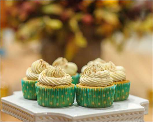 caramel-apple-pie-cupcakes-6