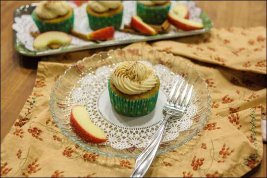 caramel-apple-pie-cupcakes-9
