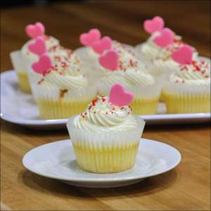 white-chocolate-raspberry-cupcake-1