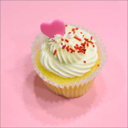 white-chocolate-raspberry-cupcake-10