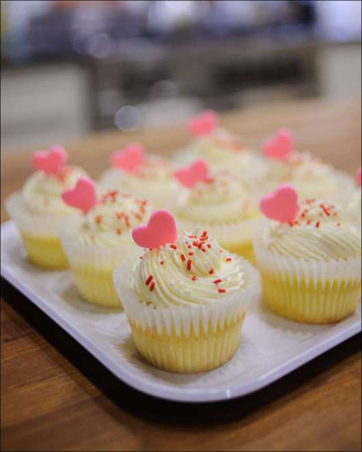 white-chocolate-raspberry-cupcake-6