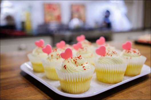 white-chocolate-raspberry-cupcake-7