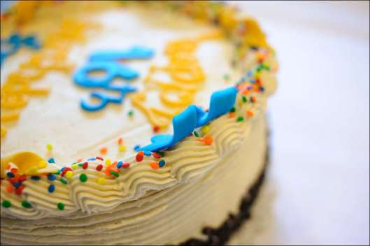 blue-yellow-birthday-cake-13