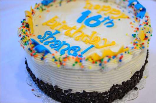blue-yellow-birthday-cake-15