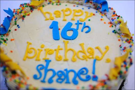 blue-yellow-birthday-cake-16