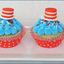 cat-in-the-hat-cupcakes-1