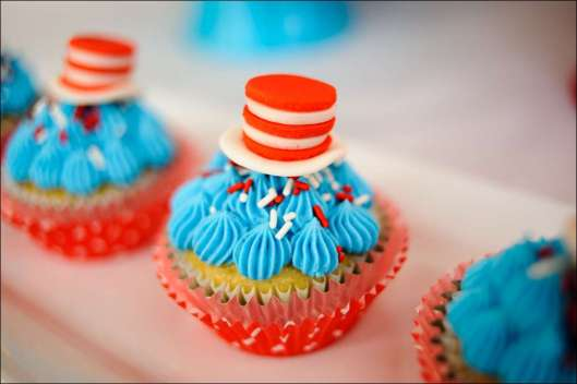 cat-in-the-hat-cupcakes-10