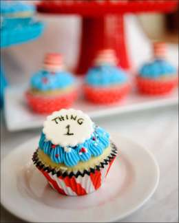 cat-in-the-hat-cupcakes-11