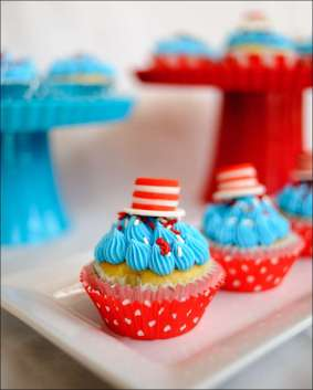 cat-in-the-hat-cupcakes-3