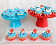 cat-in-the-hat-cupcakes-7