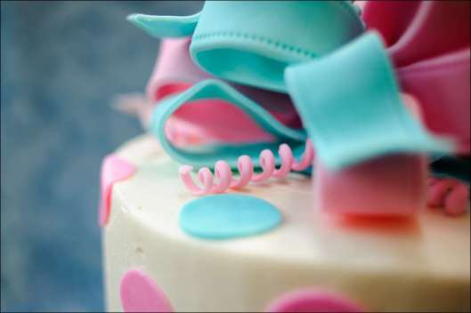 ribbon-gender-reveal-cake-9