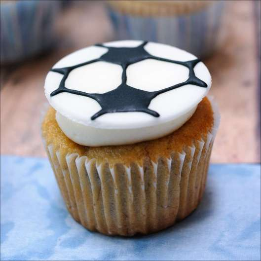 boys-sports-cupcakes-baby-reveal-13