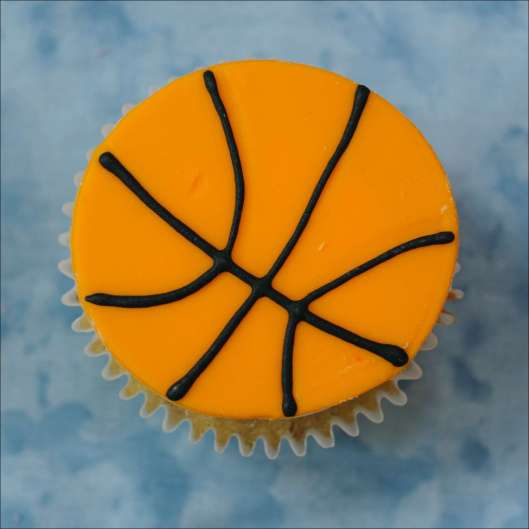 boys-sports-cupcakes-baby-reveal-19