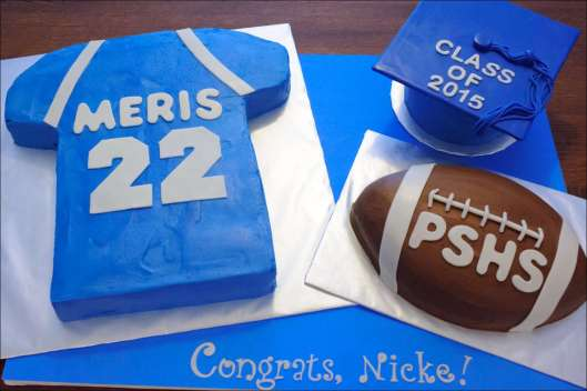 sports-football-graduation-cakes-1