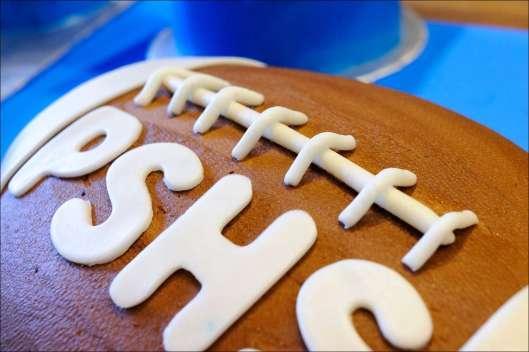 sports-football-graduation-cakes-6