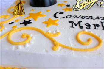 yellow-black-graduation-cake-4