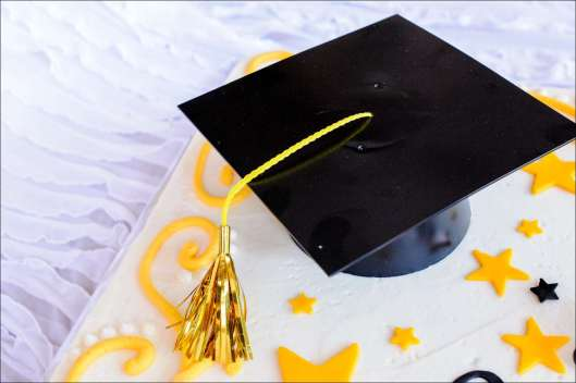 yellow-black-graduation-cake-9