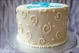 round-swirl-first-communion-cake-3