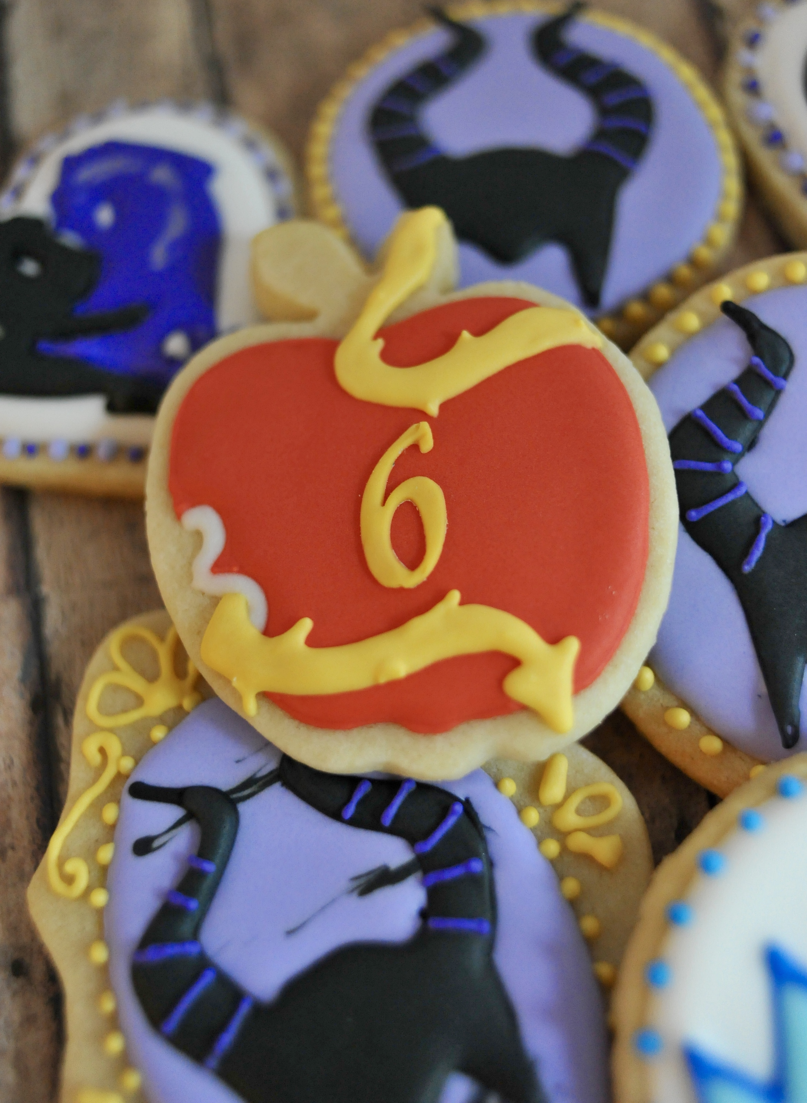 Disney Descendants Cake And Cookies Gray Barn Baking