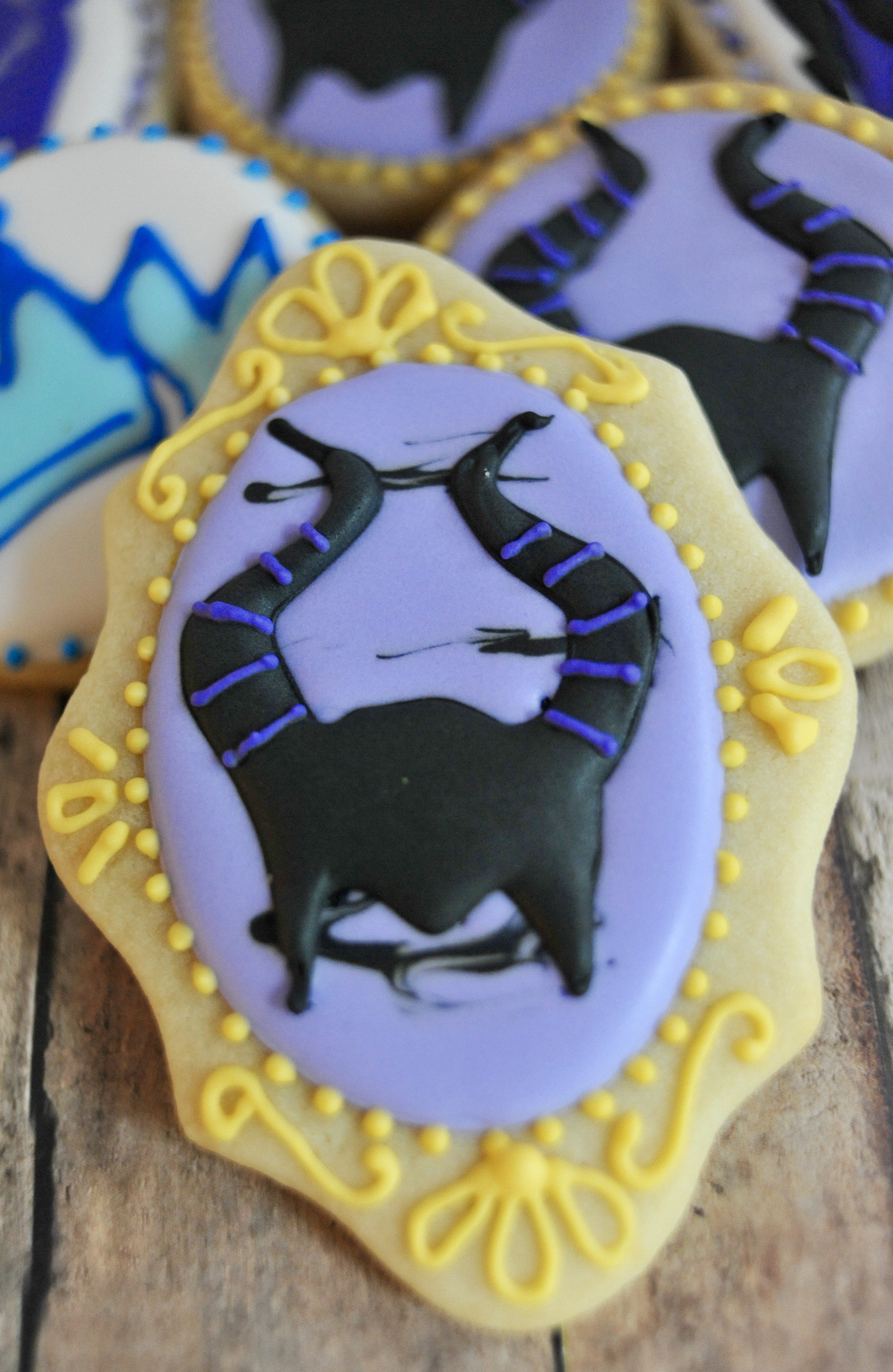 disney descendants cake and cookies