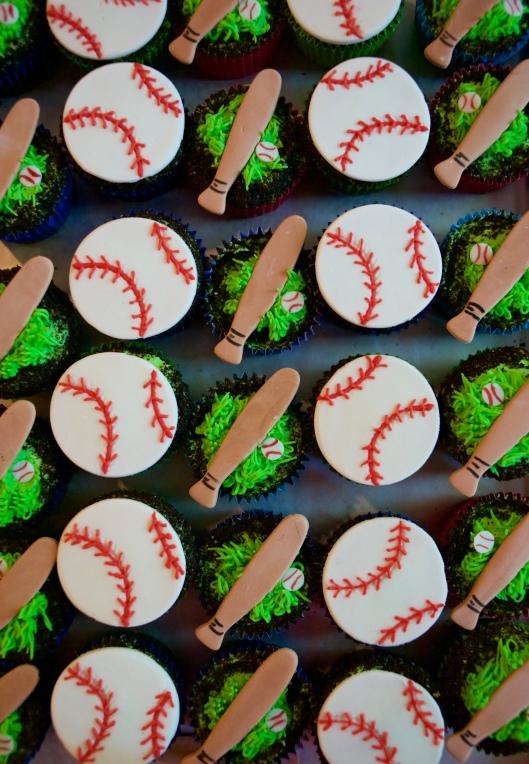 baseball cupcakes_5