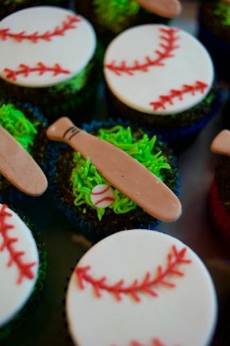 baseball cupcakes_2